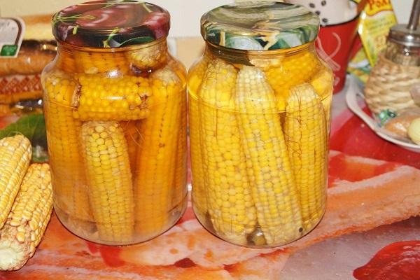 Консервированная кукуруза в початках